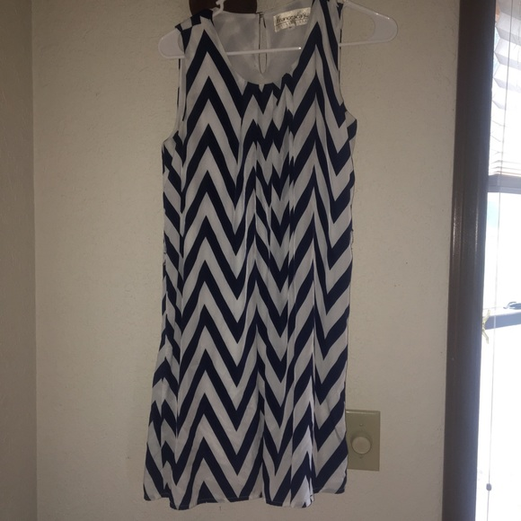 Francesca's Collections Dresses & Skirts - Navy and white chevron print dress!